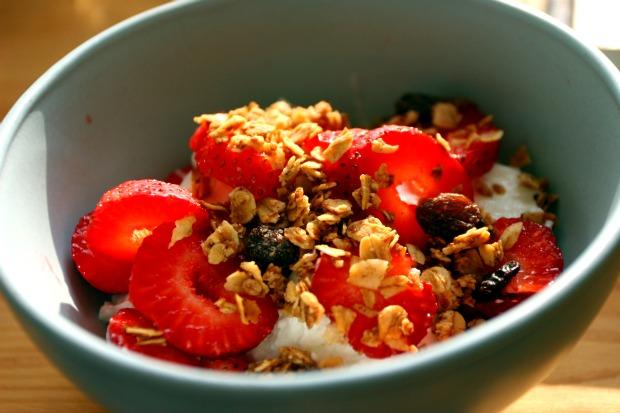 Chickandbee-granolaandyogurt